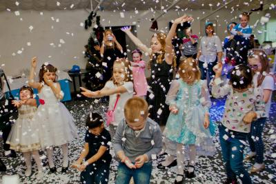 Бумажное шоу на детский праздник, дискотека на день рождения ребенка